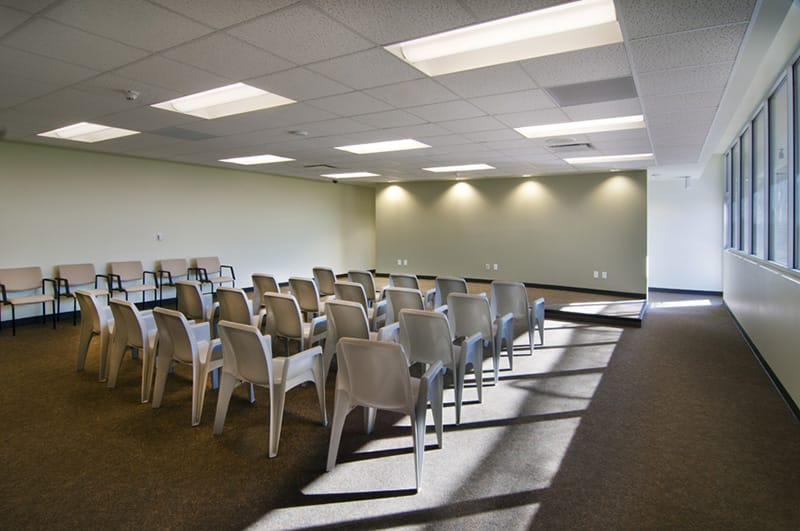 Flexible meeting space was added to allow court proceedings to take place within the facility