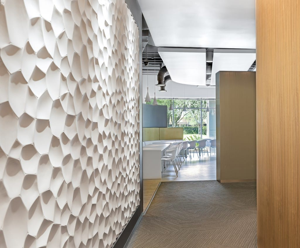 Interior wall designed for open spaces and privacy needs